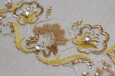 金糸と銀糸の刺繍