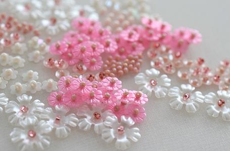 花スパンコールとビーズ刺繍